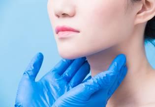 Larocheposay Artikelsida Vuxenakne påverkar allt fler kvinnor